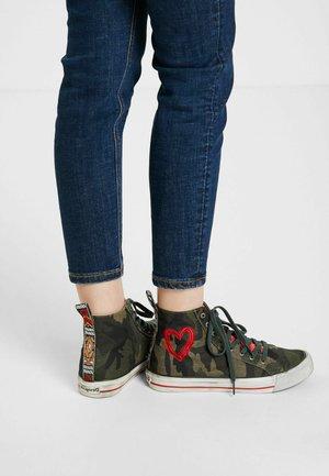 Sneakers alte - green