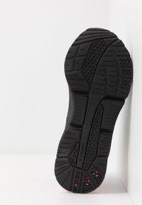 Puma - LQDCELL OPTIC XI  - Obuwie do biegania treningowe - black/aruba blue/luminous pink - 4