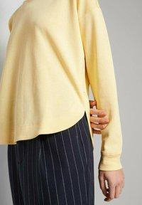 TOM TAILOR DENIM - Sweatshirt - soft yellow - 4