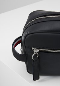 Tommy Hilfiger - WASHBAG - Trousse - black - 6