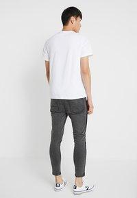 Burton Menswear London - BASIC CREW 3 PACK MULTIPACK - T-shirt basic - black/grey/white - 3