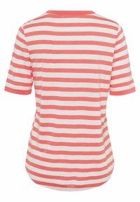 BRAX - STYLE COLETTE - T-shirt imprimé - coral - 6