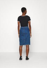Calvin Klein Jeans - LOGO TRIM BODY - Print T-shirt - black - 2