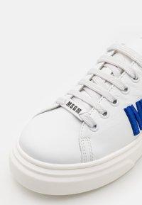 MSGM - UNISEX - Trainers - white/neon blue - 5