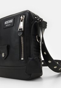 MOSCHINO - SHOULDER BAG UNISEX - Across body bag - black - 4