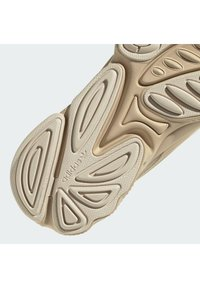adidas Originals - OZWEEGO HELMET OPEN - Trainers - st pale nude/linen/light brown - 10