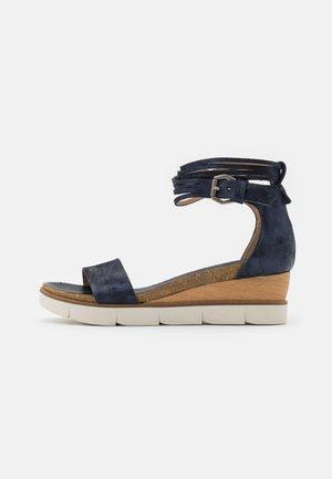 TAPASITA - Sandály na platformě - space