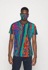 Carlo Colucci - SET - Print T-shirt - navy - 2
