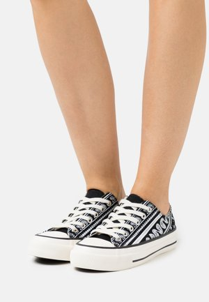 VEGAN BILLIE RETRO RISE - Zapatillas - black