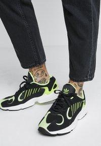adidas Originals - YUNG-1 - Sneakers - core black/hi-res yellow - 0