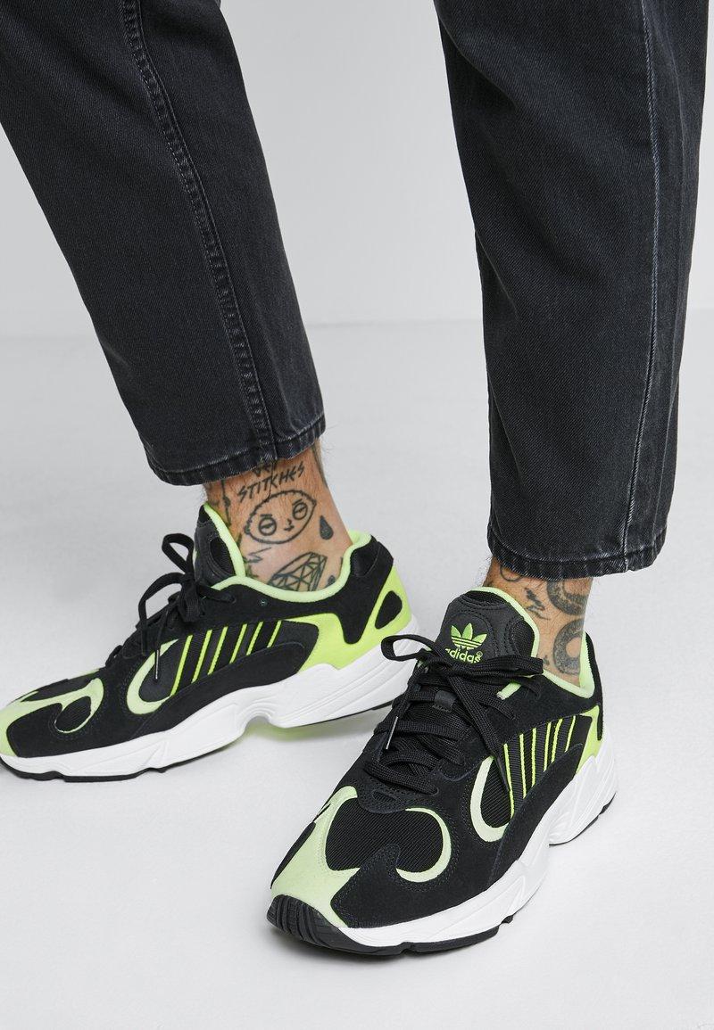 adidas Originals - YUNG-1 - Sneakers - core black/hi-res yellow
