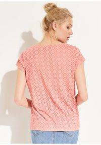 comma casual identity - KURZARM - Print T-shirt - light orange place - 2
