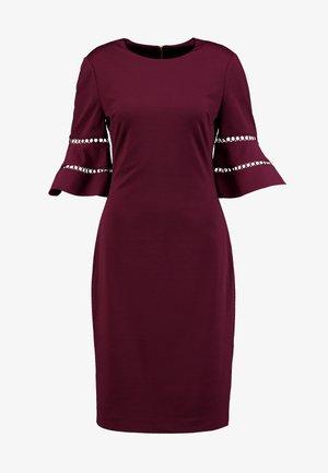 FLINIO - Shift dress - oxblood