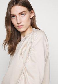 BLANCHE - Sweatshirt - white sand - 3