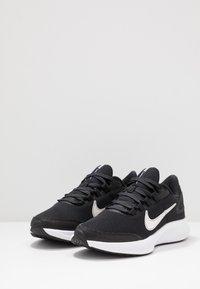 Nike Performance - RUNALLDAY 2 - Laufschuh Neutral - black/white/iron grey - 2