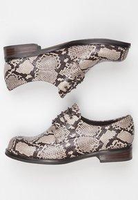TJ Collection - DERBIES - Casual lace-ups - beige - 4