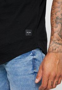 Only & Sons - ONSMATT  5-PACK - Basic T-shirt - white/dark/blue/ melange/cab - 5