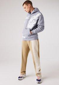 Lacoste LIVE - SH1451  - Hoodie - gris chine / blanc - 1