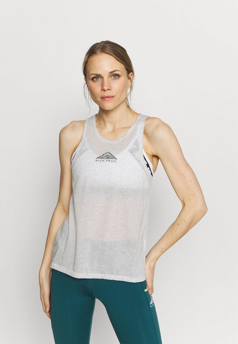 Nike Performance - CITY SLEEK TANK TRAIL - Sportshirt - light smoke grey/grey fog/heather/silver