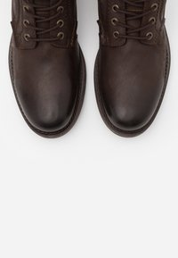 Jack & Jones - JFWANGUS - Lace-up ankle boots - brown stone - 4