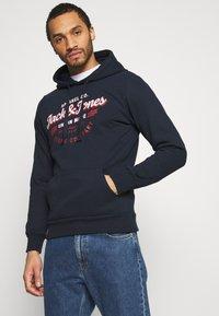 Jack & Jones - JJDENIM LOGO HOOD - Sweatshirt - navy blazer - 0