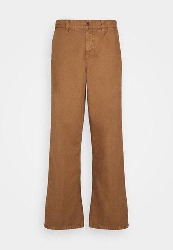 LAZY LEO - Pantalones - cinnamon