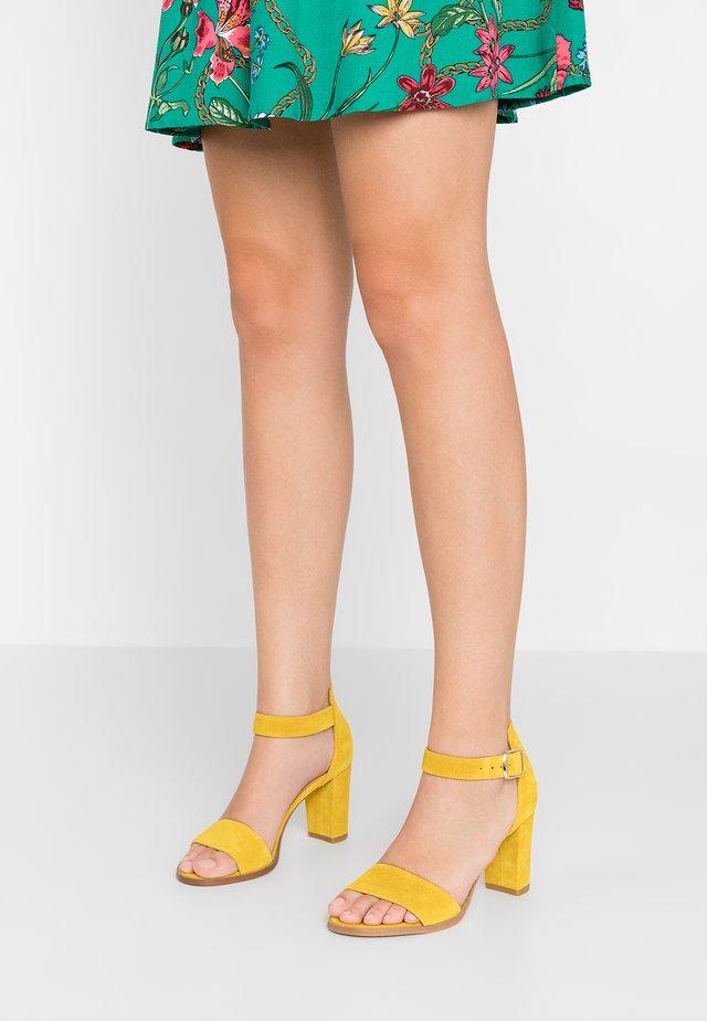 SILKE - Sandały - yellow