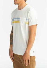 Billabong - SPINNER - Print T-shirt - off white - 3