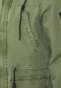 Tigha - RAIMO - Parka - military green