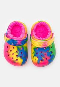 Crocs - CLASSIC LINED TIE DYE CLOG - Domácí obuv - electric pink/multicolor - 3