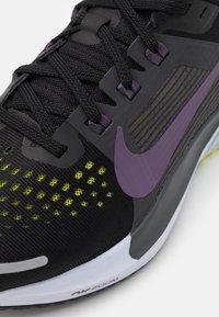 Nike Performance - AIR ZOOM VOMERO 15 - Neutral running shoes - black/dark raisin/anthracite/cyber - 5
