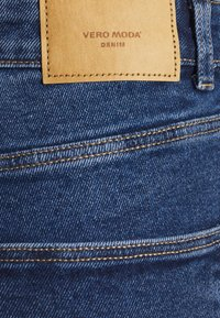 Vero Moda Petite - VMJOANA MOM - Slim fit jeans - medium blue denim - 5