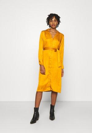 BELTED LAPEL COLLAR MIDI DRESS - Day dress - rust