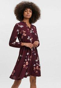 Vero Moda - COURTES - Day dress - bordeaux - 0