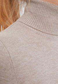 Bershka - ROLLKRAGEN - Pullover - beige - 5