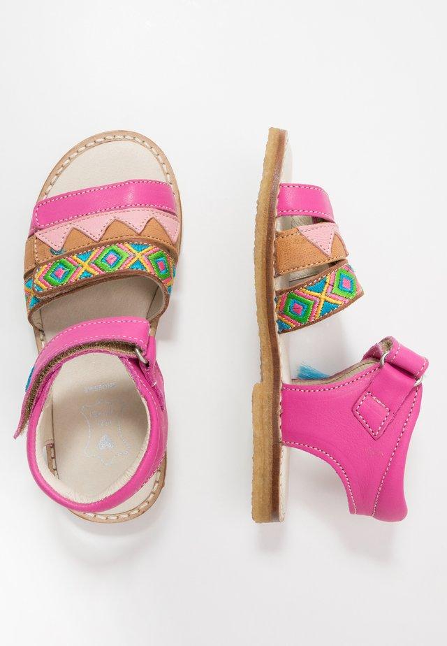 Sandaalit nilkkaremmillä - fuchsia
