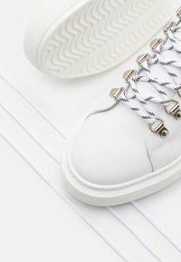 The Kooples - Matalavartiset tennarit - white - 5