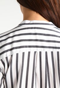 Vero Moda - ERIKA - Blouse - snow white/black - 4