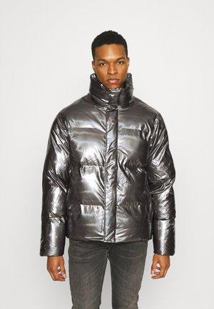 BOXY PUFFER JACKET - Winter jacket - holographic steel