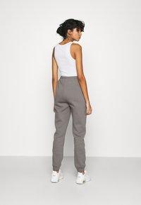 Nly by Nelly - ULTIMATE COZY JOGGERS - Teplákové kalhoty - gray - 2