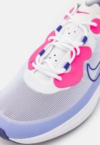 Nike Golf - ACE SUMMERLITE - Golfové boty - white/concord/light thistle/hyper pink - 5