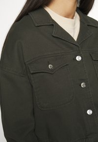 ONLY - ONLNELL ELASTIC POCKET JACKET - Denim jacket - forest night - 5