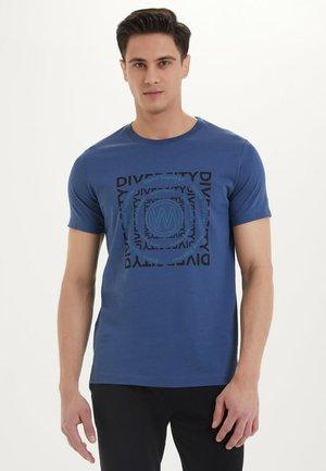 DIVERSITY - T-shirt print - dark denim