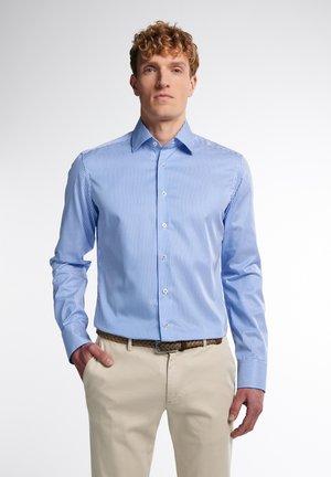 SLIM FIT - Formal shirt - hellblau/weiß