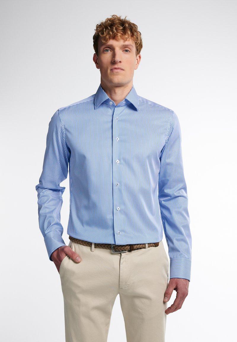 Eterna - SLIM FIT - Formal shirt - hellblau/weiß