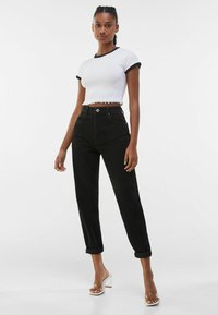 Bershka - MOM FIT - Jeansy Relaxed Fit - black - 1