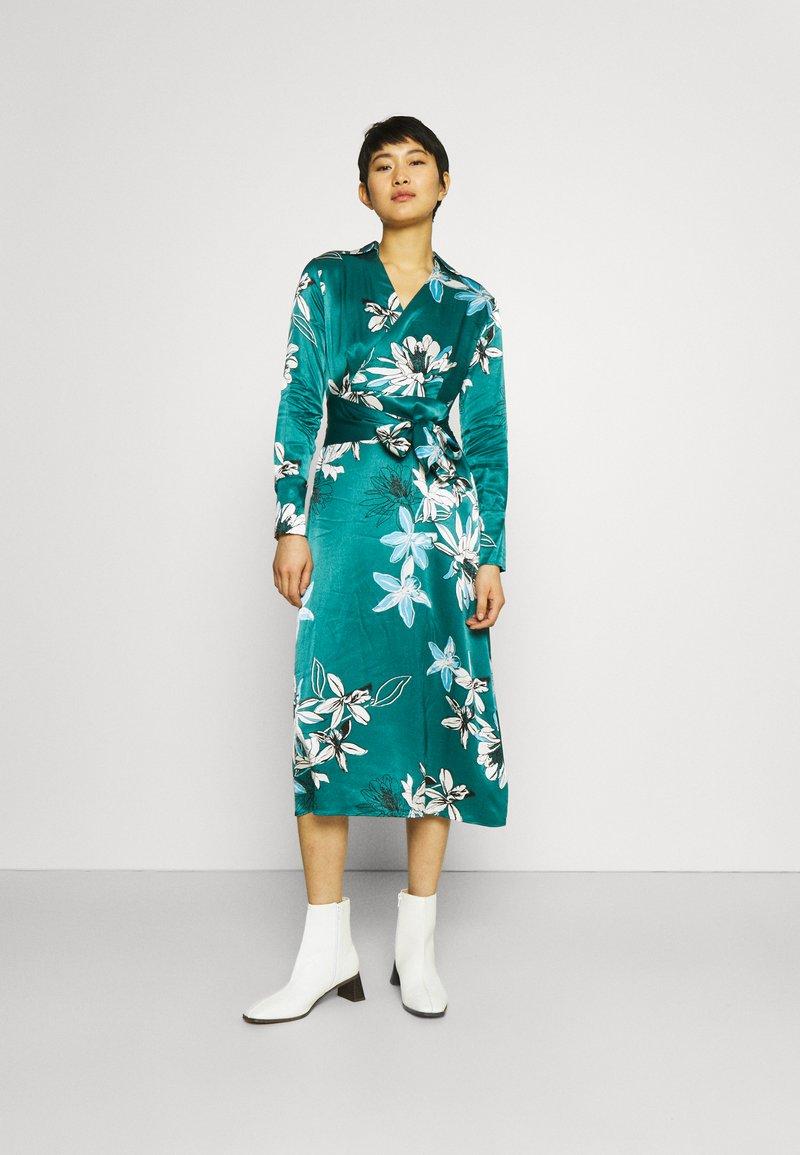 Marks & Spencer London - FLORAL WRAP DRESS - Korte jurk - green