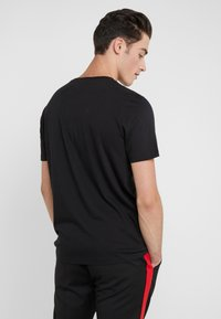 HUGO - DOLIVE - Print T-shirt - black - 2