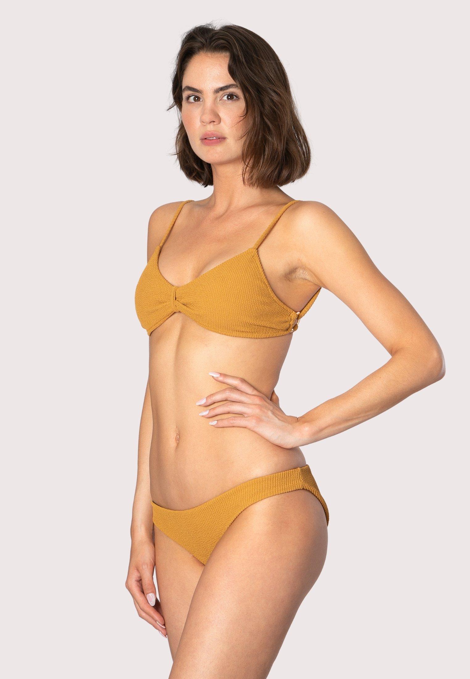 Donna Bikini pezzo sotto