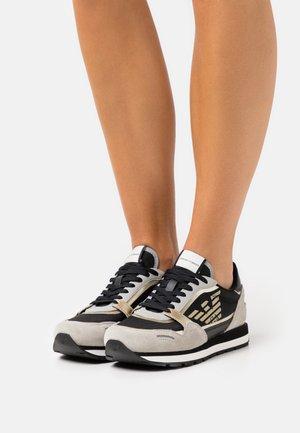 ALLY LOGO - Zapatillas - black/grey